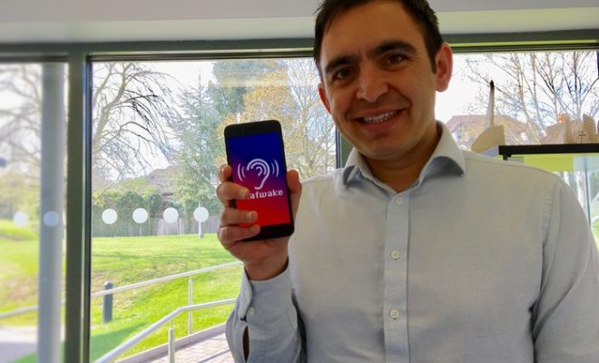 Attention Grabbing App for Deaf People Proves to Be a Bright Idea